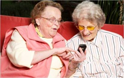 old-ladies-texting